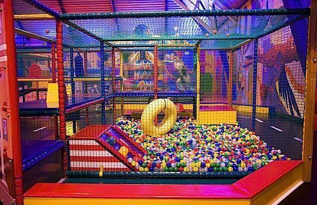 KidZcity is de grootste binnenspeeltuin van de randstad, centraal gelegen aan de rand van Utrecht. KidZcity is uitdagend voor kinderen tot 12 jaar. Ze kunnen hier naar hartelust klimmen, glijden, rijden, botsen, zweven, spelen, schieten en kruipen over 5.000m2 oppervlakte. Een mix van bekende en moderne attracties maken van KidZcity een sfeervolle en futuristische speelstad …