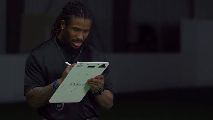 AbanCommercials: Pizza Hut TV Commercial  • Pizza Hut advertsiment  • Big Game Training with DeAngelo Williams: Door Hustle • Pizza Hut Big Game Training with DeAngelo Williams: Door Hustle TV commercial • To get ready for the big game, we've enlisted the help of football pro and former Pizza Hut team member DeAngelo Williams. Need to make the delivery fast?