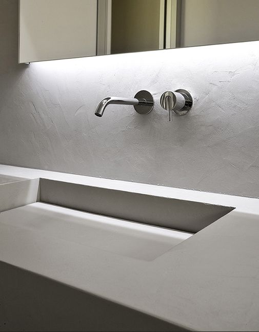 MySlot, rectanglar sink in cristalplant by Antonio Lupi with Antonio Lupi Ayati AY921LU basin spout and Antonio Lupi Ayati AY600LU basin mixer in polished stainless steel # modern bathroom with basin mixer from Antonio Lupi # Antonio Lupi bathroom taps available via inoxtaps.com