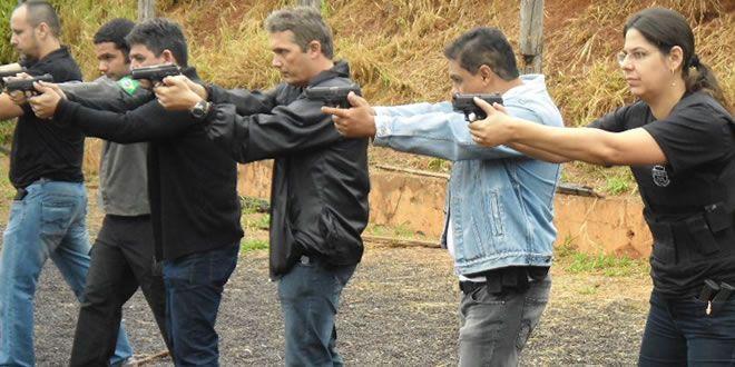 Policiais Civis da área da 12ª Subdivisão Policial fazem curso de tiro com instrutores da Delegacia de Explosivos, Armas e Munições em Jacarezinho - http://projac.com.br/noticias/policiais-civis-da-area-da-12a-subdivisao-policial-fazem-curso-de-tiro-com-instrutores-da-delegacia-de-explosivos-armas-e-municoes-em-jacarezinho.html