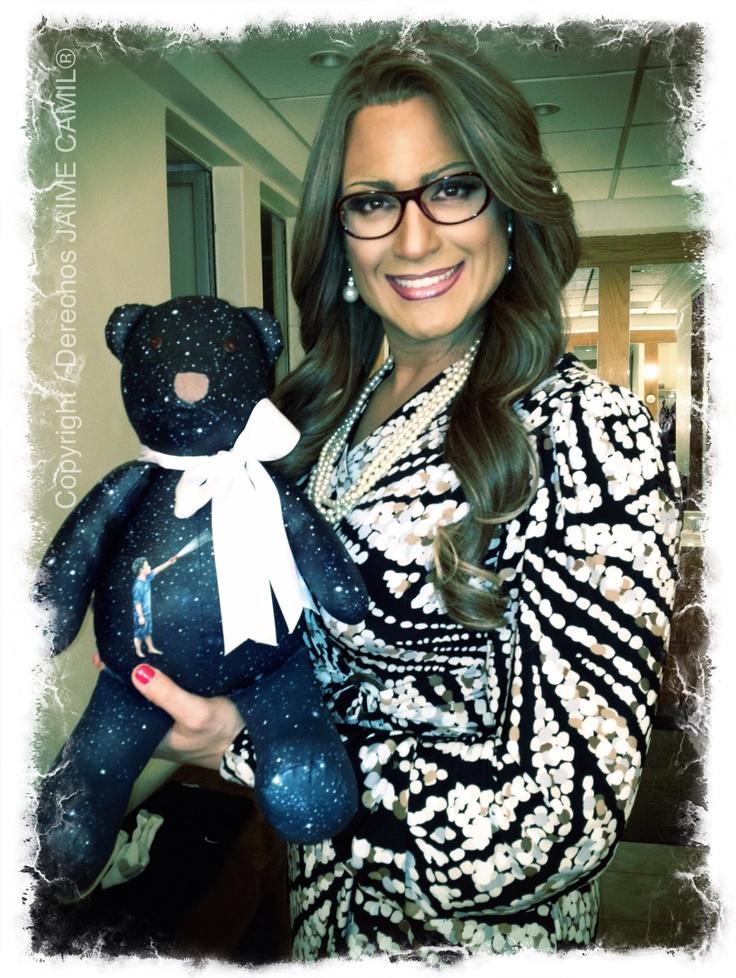 Eva (@jaimecamil) con su oso Fredo :)  Foto tomada de su twitter