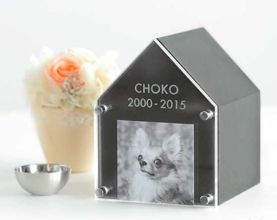 Pet Cremation Urn Keeper Beautifully Memorializes Your Late Pet