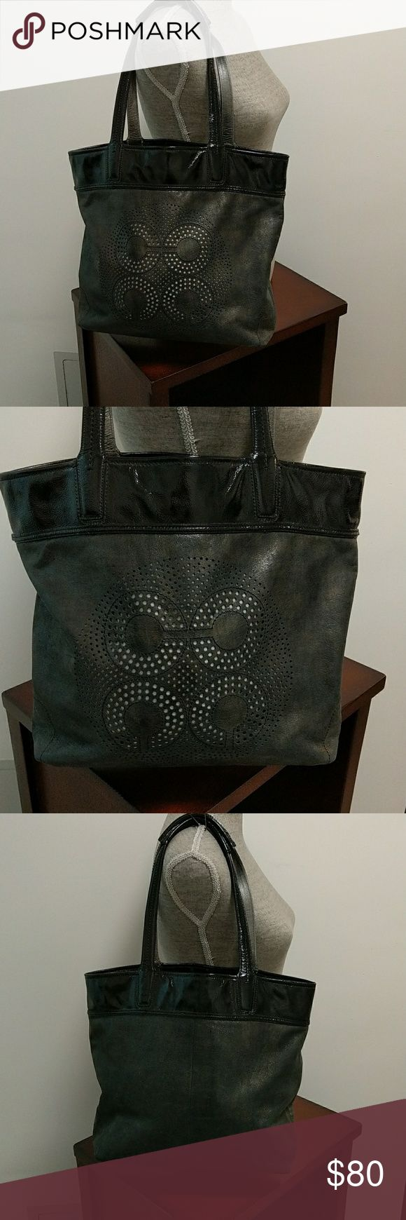 COACH!  Large soft leather black tote!! COACH !! Used but in excellent condition large black tote bag 100% authentic truly gorgeous bag !! No marks or stains on bag! Coach Bags Totes