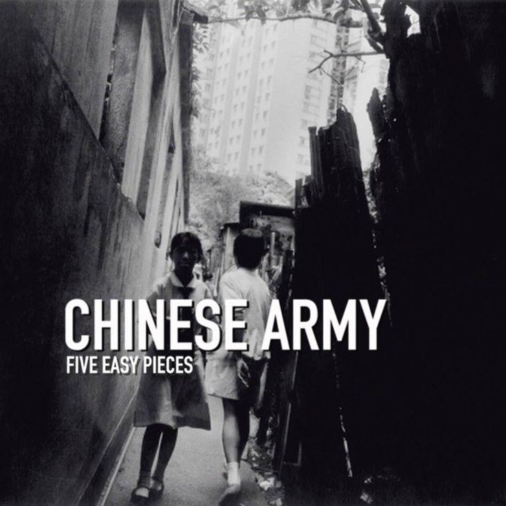 « L'artiste / le groupe le plus cohérent d'un point de vue visuel ? Le premier nom qui me vient à l'esprit est Sonic Youth. D'ailleurs, existe-t-il au monde un groupe aussi parfait, exemplaire et cool que Sonic Youth ? » Aujourd'hui, voyons la pochette d'album à travers le prisme de Benoit Perraudeau, moitié du duo de post-punk Chinese Army, de passage ce samedi sur la scène du Bateau Music Festival  #Interview #ChineseMan #Prisme