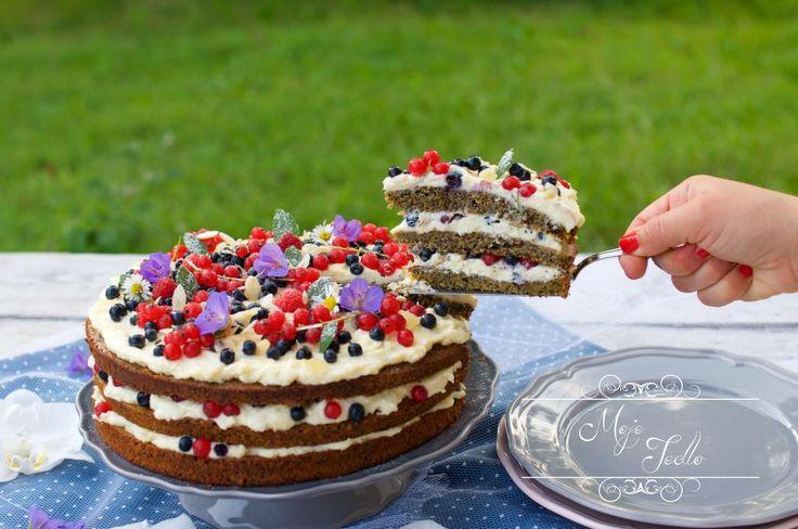 Tak tu je sľúbený recept na tortu, ktorá v podstate zastrešila dve oslavy🙂 Oslávila som ňou nielen svoje narodeniny, ale aj to, že na mojej FB stránke MOJE JEDLO je už 10.000 fanúšikov 🙂 Ťeším sa a ďakujem 🙂 Na 1 korpus s priemerom 26 cm potrebujeme: 120 g mäkkého masla 60 g kokosového cukru… Continue reading MAKOVÁ TORTA S KRÉMOM Z BIELEJ ČOKOLÁDY A MASCARPONE
