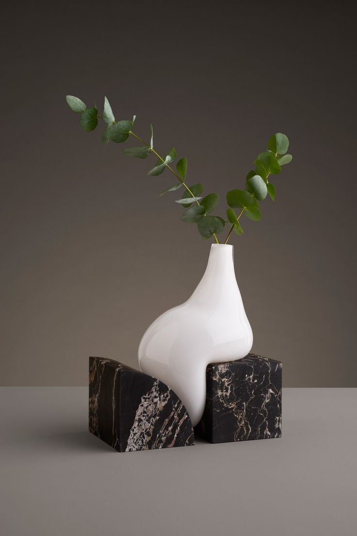 Indefinite Vases by Studio EO | Yellowtrace
