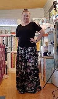 """Darvanalee Designs Long Arm Quilting and More: OMG!!!! It's a Skirt """")"""