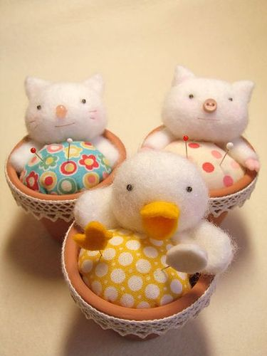 pincushions by sakura*aya, via Flickr