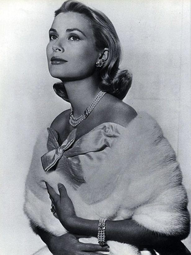 美しすぎる花嫁、グレース・ケリーをさらに輝かせたパールのジュエリー・セット