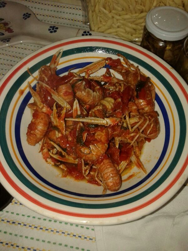 Scampi e pomodori direttamente dalla cucina della zia #salento #food #fooditaly