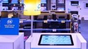 Scheer & Foppen brengt web en winkel samen. Scheer & Foppen, in Nederland actief met bijna zeventig winkels, is de laatste jaren door overnames uitgegroeid tot een e-commerce speler van formaat. Inmiddels is het bedrijf klaar voor de volgende fase: het brengen van de long tail naar de winkelvloer.