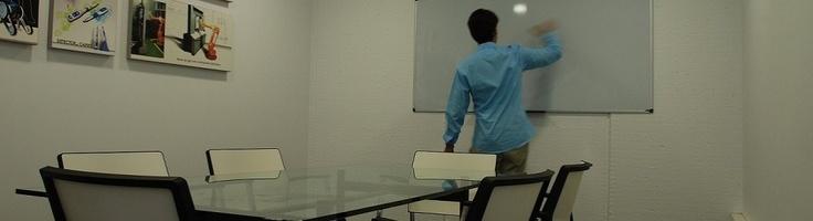 Centro de negocios, alquiler de oficinas y despachos, sala de reuniones, coworking en Pamplona.