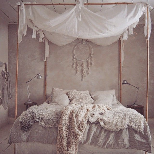Think I'd have some beautiful dreams in this bed  Source: biskopsgarden.blogspot.nl #bed #bedroom #interior #interiordesign #style #design #home #living #decor #boho #bohemian #gypsy #indie #hippie #vintage #fashionblogger #inspiration #dreamy #dreamcatcher #cozy #goodvibes #romantic