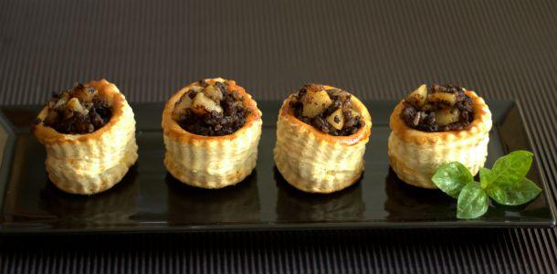 Vol au vents receta de morcilla y pera caramelizada. En nuestro blog te enseñamos cómo prepararlos en versión mini.
