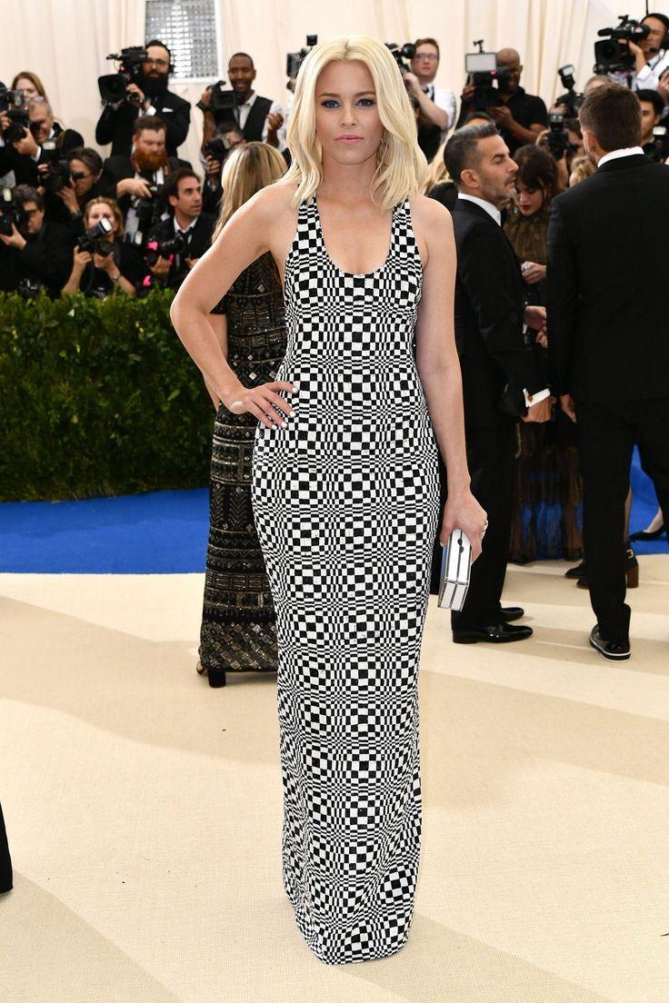 Elizabeth Banks arrived in a Michael Kors gown.
