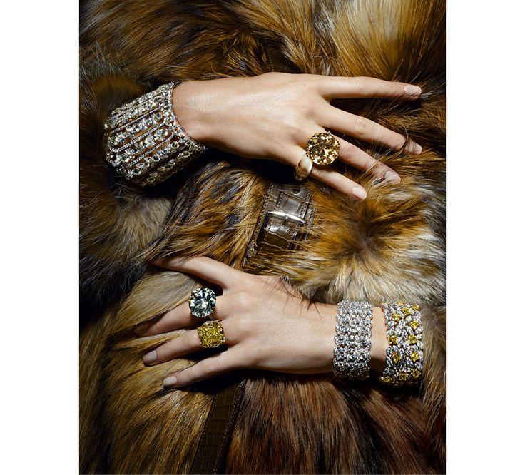 Bijoux photographiés par Thomas Lagrange pour la série La Main au Collet du numéro d'octobre 2013 de Vogue Paris http://www.vogue.fr/joaillerie/a-voir/diaporama/les-diamants-dans-vogue-paris-patrick-demarchelier-giampaolo-sgura-claudia-stefan/13101/image/751192#!vogue-paris-octobre-2013-thomas-lagrange-serie-la-main-au-collet