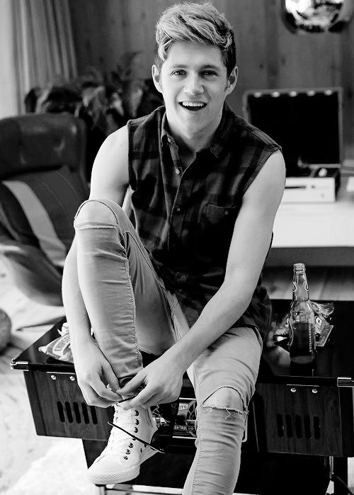 niall horan tumblr black and white | One Direction – Four ( album ) Deluxe Ultra Special Sticazzi ...