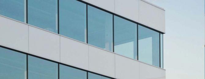 Σύμφωνα με την οδηγία 2010/31/ΕΕ της Ευρωπαϊκής Ένωσης τα Κράτη Μέλη  πρέπει να καθορίσουν και να εφαρμόσουν ελάχιστες απαιτήσεις Ενεργειακής απόδοσης για τα υφιστάμενα κτίρια και να διασφαλίσουν ότι τα νέα κτίρια θα είναι « ΚΤΙΡΙΑ ΜΕ ΣΧΕΔΟΝ ΜΗΔΕΝΙΚΗ ΚΑΤΑΝΑΛΩΣΗ ΕΝΕΡΓΕΙΑΣ».
