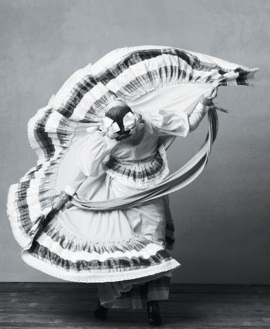 Mexican folk dance. Love the folds of this dress.
