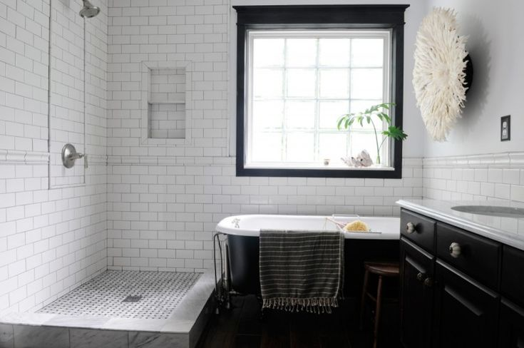 white and black bathroom with ceramic tile