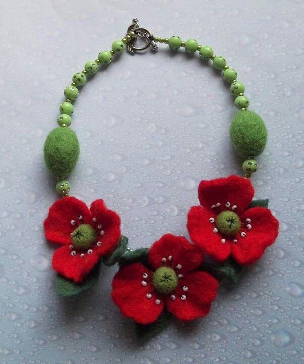 .felt necklace