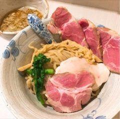 北区にある麺処きなりで1人夕食美味しかったー( 艸)  この画像みてくださいもうつけ麺もここまできたら芸術ですよ(Д) 食べるのもったいないくらいの色のコントラストいい感じでした()  tags[東京都]