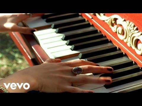 Music video by Vanessa Carlton performing A Thousand Miles. (C) 2000 Interscope Records