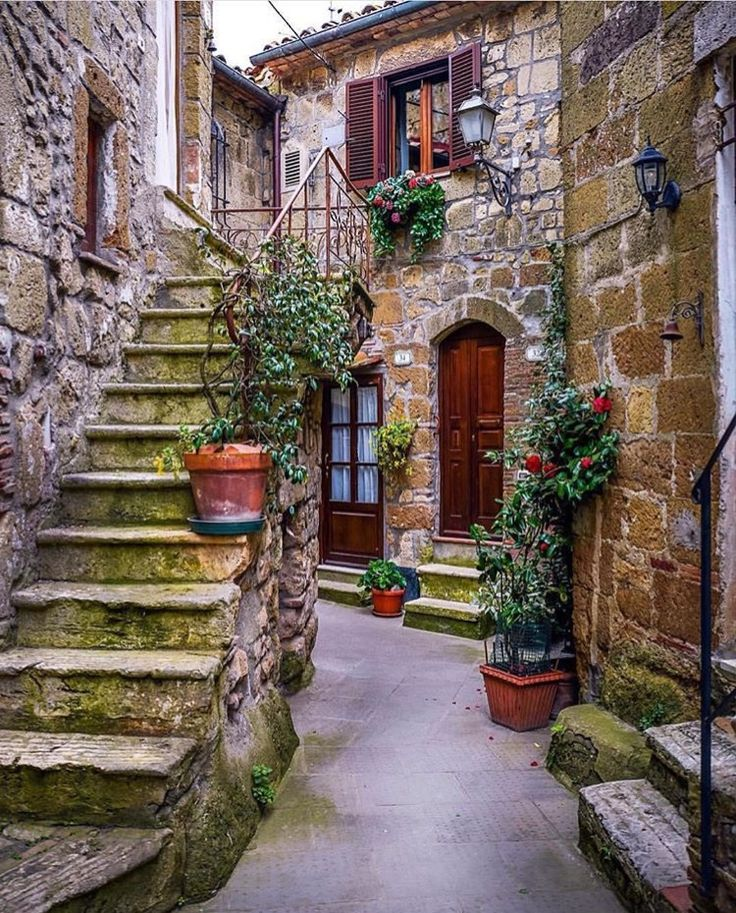 The beautiful architecture of Tuscany, Italy.   |  BGD&C Custom Homes, Chicago, IL. http://bgdchomes.com/
