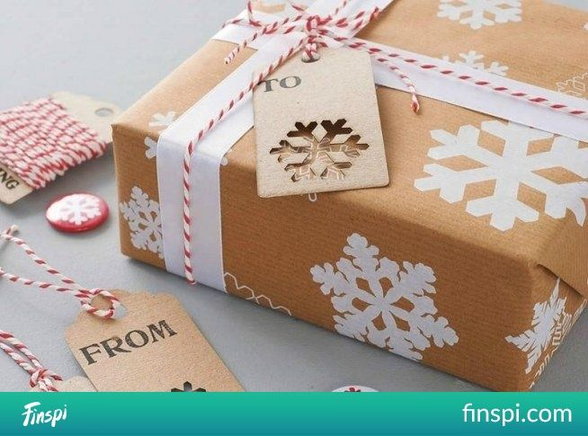 Holy, holy, and after: D Very cool idea for decorating a paper for a gift, just think of your wzórśnieżki, stars and ready #diy #gift #gifts #package