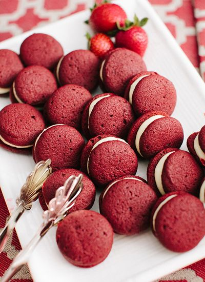 red velvet whoopie pies | Katie Stoops #wedding