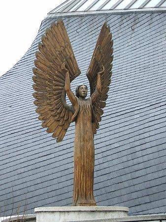 Makovecz Imre épületei - Szentlélek templom - Angyal a bejárat mellett - Paks - Dunántúl  Hungary