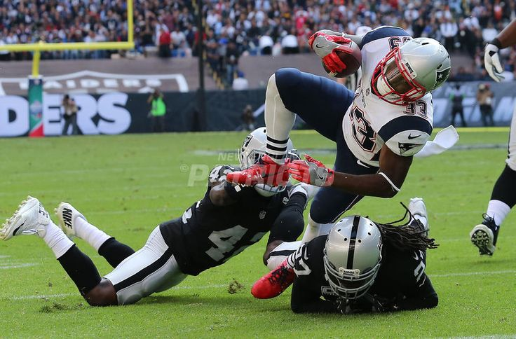 #2: LEWIS MADE THEM MISS..Top 5 Photos from Patriots vs. Raiders presented by CarMax | New England Patriots