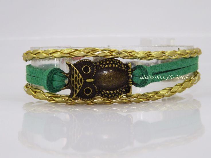 Bratara handmade realizata cu snur impletit auriu, snur imitatie piele intoarsa verde si accesoriu bronz bufnita Dimensiune reglabila Alte modele de