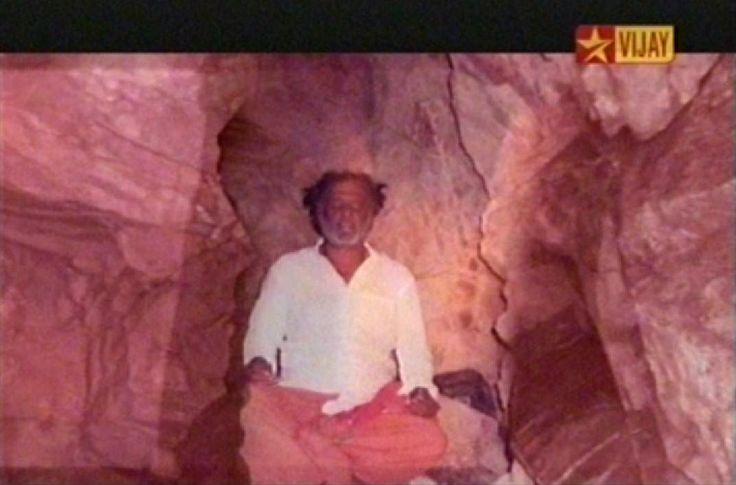 rajni+real+photo+doing+meditation+at+big+cave+of+baba+at+himalayas.jpg (1072×707)
