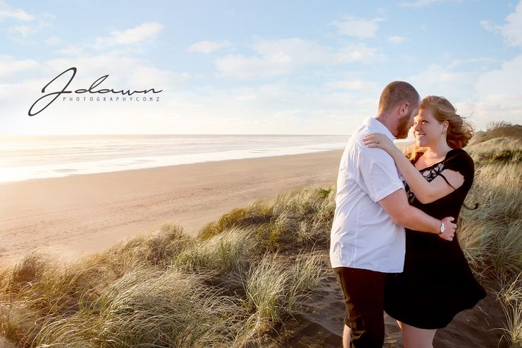 J Dawn Photography, Beach engagement, sunset at beach, Auckland engagement at Sunset