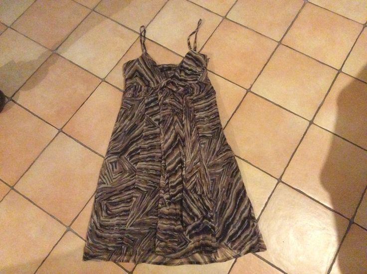 Vestito in chiffon di seta con drappeggio sul seno e pannello staccato sul davanti