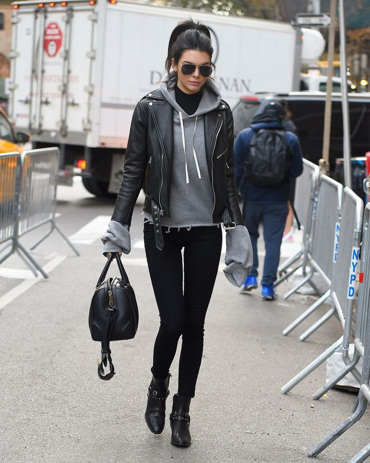 Kendall Jenner – Enters the Victoria Secret Rehearsal Show in New York