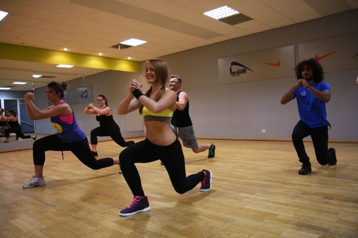 TABATA to krótki trening interwałowy, który daje bardzo dobre efekty odchudzające oraz niesamowicie poprawia kondycję. Tabata to intensywny, 30 minutowy trening interwałowy angażujący większość partii mięśni. Tabata wykonywana jest jedynie z obciążeniem naszego ciała, bez żadnych dodatkowych narzędzi.