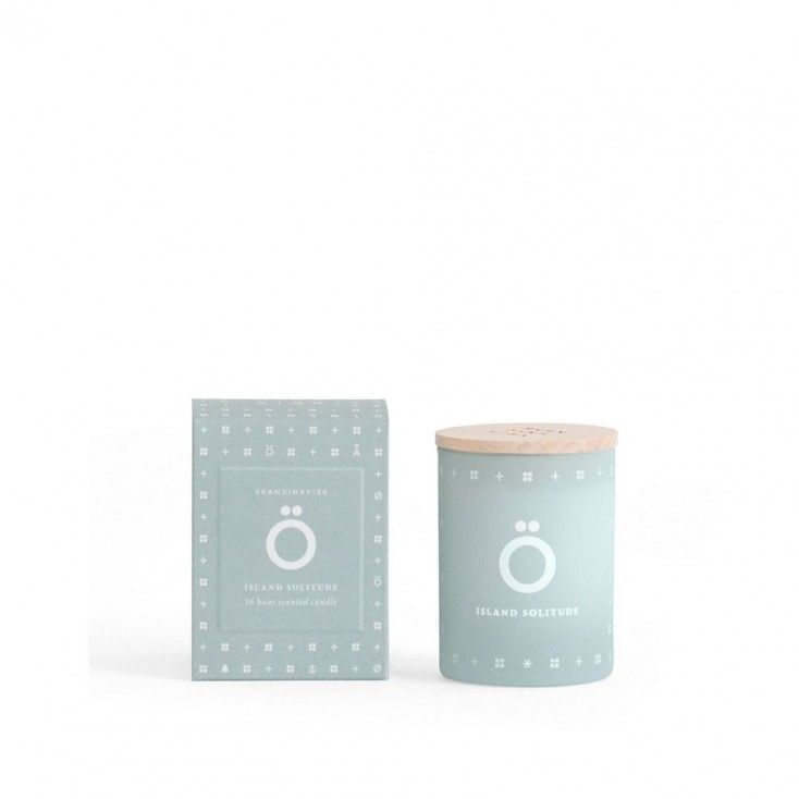 Skandinavisk Ö Mini Scented Candle (Island): Good things come in small packages, and the Skandinavisk Ö mini scented candle is no exception!  Ö [URR], countless uninhabited islands scattered across Scandinavian waters invite absolute escape. Echoing the breezy freshness of the archipelagos with subtle notes of driftwood, hardy rose, white flowers and green leaves.  Made from a blend of perfume and vegetable wax with a 100% cotton wick and engraved beechwood lid. Hand-poured into a painted…