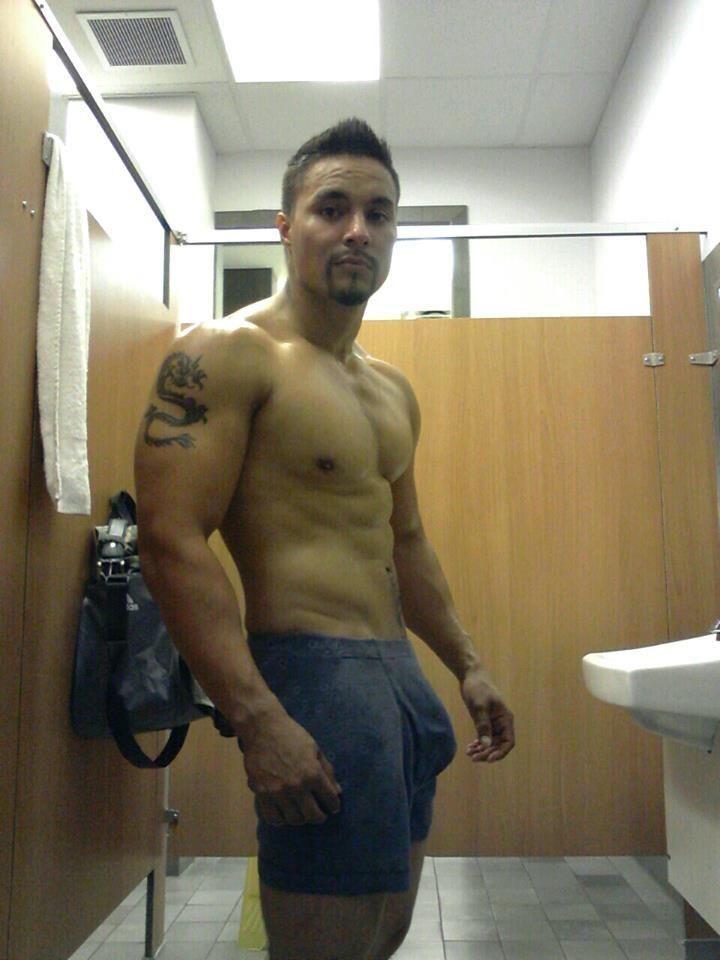 hot guy in tats wanking in shower