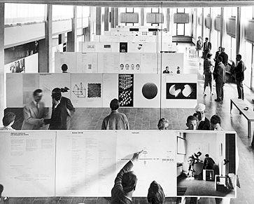 Ausstellung von Arbeiten der Studierenden und Dozenten in der Mensa und Aula der HfG, 1958 Foto Wolfgang Siol
