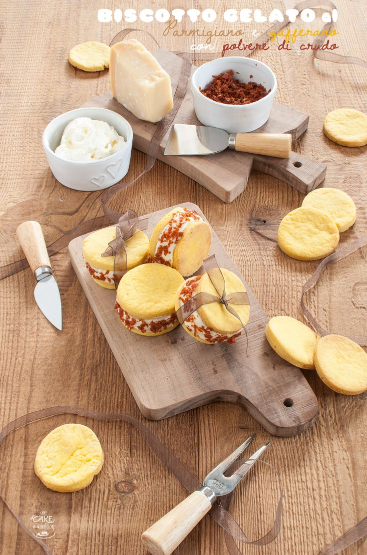Biscotto gelato al Parmigiano e zafferano con polvere di crudo_Cookie ice cream Parmesan and saffron, with powdered ham