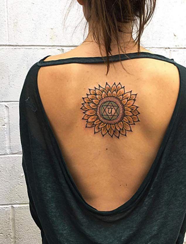die besten 25 sonnenblumen tattoos ideen auf pinterest sonnenblumenzeichnung sonnenblume. Black Bedroom Furniture Sets. Home Design Ideas