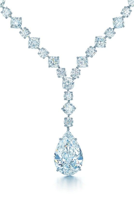 Glamour arrives with the sudden and breathtaking appearance of Tiffany diamonds. Necklace with a pear-shaped diamond drop in platinum.