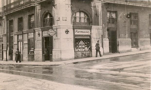 Nos sorprende el escaparate de #cosmética para la época que era.