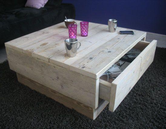 Mooie steigerhouten salontafel. De steigerhouten salontafel is voorzien van 2 laden waardoor je veel kunt opbergen in dit meubel.