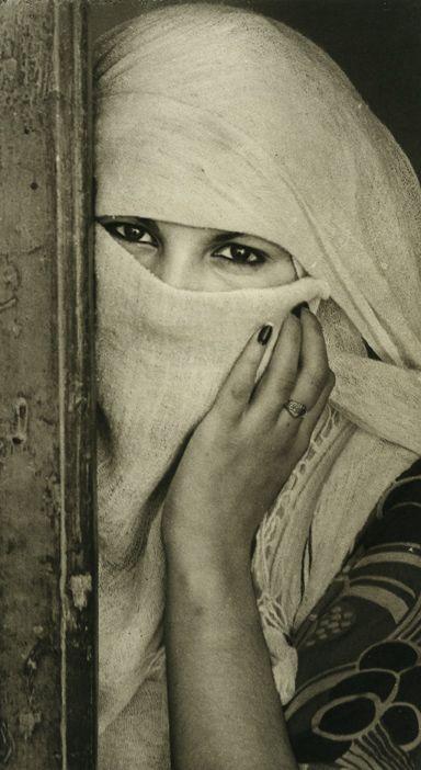 Femme de Kairouan aux yeux fardé de khôl