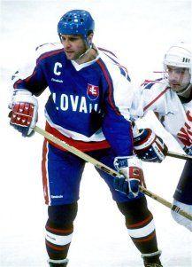 Peter Stastny atuando pela seleção Eslováquia nas Olimpíadas de Lillehammer em 1994.
