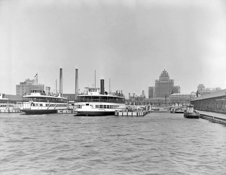 Island Ferries in Toronto Harbour, 1947. Photographer unknown. - Courtesy of Canada Science and Technology Museums Corporation.