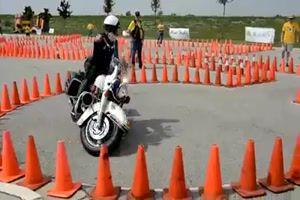 Er beherrscht sein Motorrad
